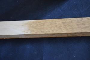 cire colorée testée sur un morceau de bois