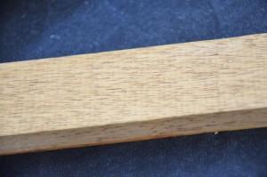 cire au bitume de judée sur du bois